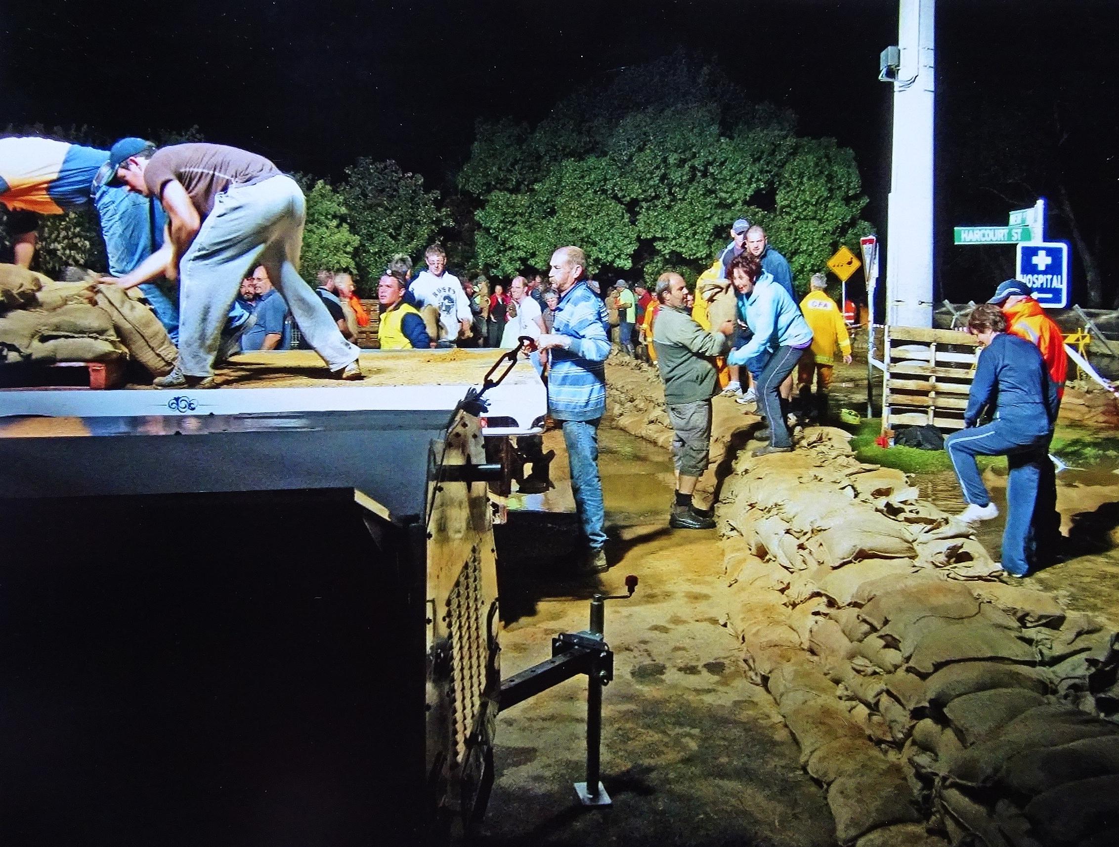 Stan Lowe. 'Sandbagging - Nathalia Flood' photograph